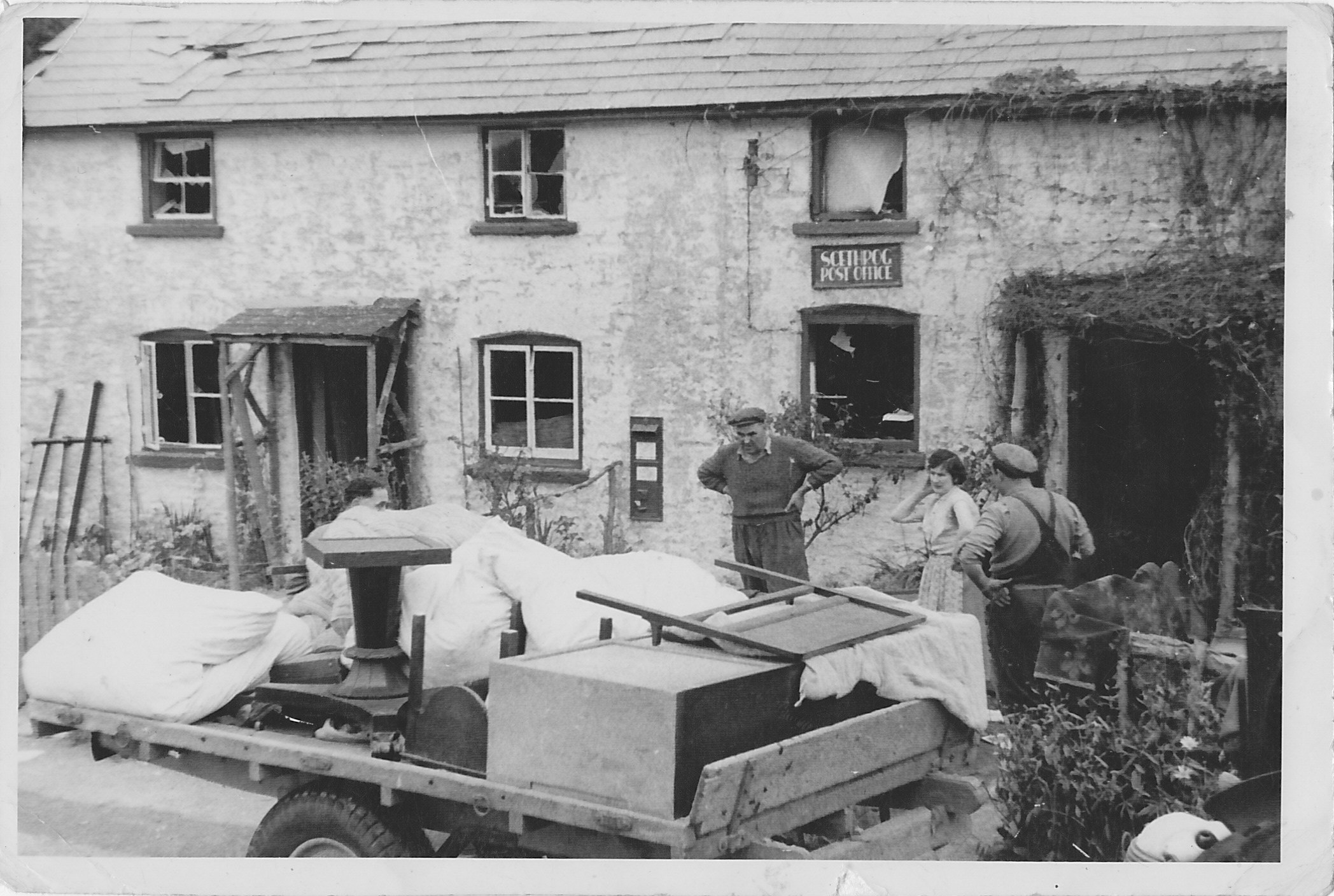 A40 Explosion damage to Scethrog post office